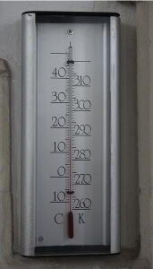 A thermometer in Celsius and Kelvin (By Martinvl (Own work) [CC BY-SA 3.0 (http://creativecommons.org/licenses/by-sa/3.0)], via Wikimedia Commons)